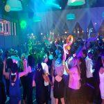 רחבה קופצנית עם רקדנים סמויים לחתונה